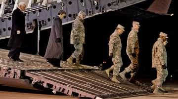 Майк Пенс изненадващо посети Ирак на фона на протести и сблъсъци с полицията