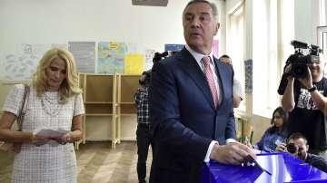 Мило Джуканович се закле като президент на Черна гора, опозицията го бойкотира