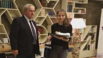 Българско момиче с френска награда за поезия
