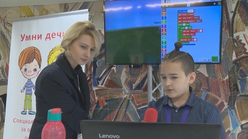 """Чрез играта """"Майнкрафт"""" децата могат да се учат на програмиране, математика, химия, биология..."""