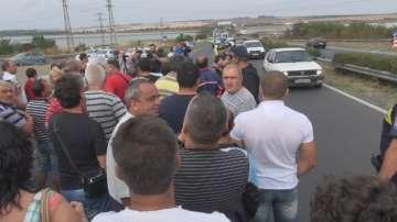Съкратени миньори на бунт заради неизплатени обезщетения