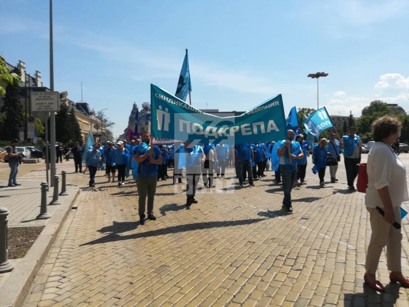 Над 2 часа блокада на центъра на София и сблъсък