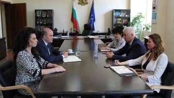 Министрите Николай Петров и Бисер Петков са обсъдили казуса с ТЕЛК