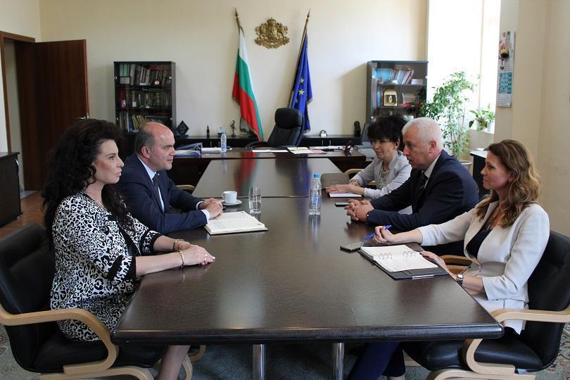 министрите николай петров бисер петков обсъдили казуса телк