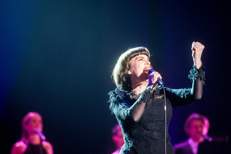 Една от най-големите звезди на френската музика Мирей Матийо пристига
