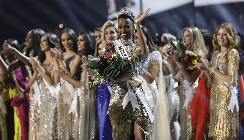 Зози-бини Тунзи от Южна Африка е носителката на титлата