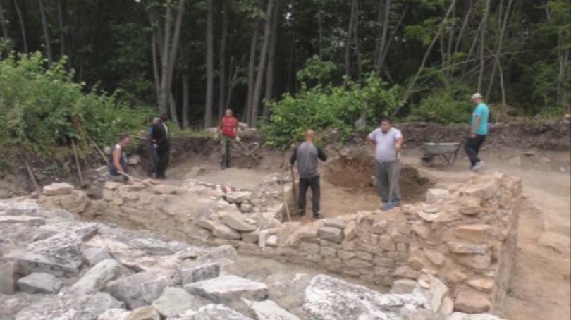 Нова църква, с фрагменти от стенописи проучва на крепостта Мисионис