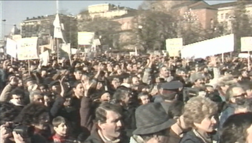 На днешния ден преди 30 години, на площада пред катедралния