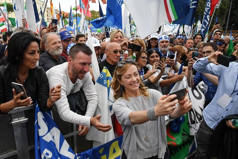 """Десетки хиляди поддръжници на италианската крайно дясна партия """"Лига"""" се"""
