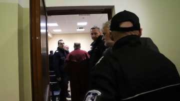 7-те арестувани митничари остават в ареста