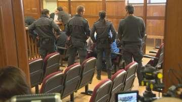 Седемте подкупни митничари остават в ареста
