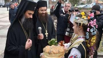 Тържествен камбанен звън оповести въдворяването на Видинския митрополит...