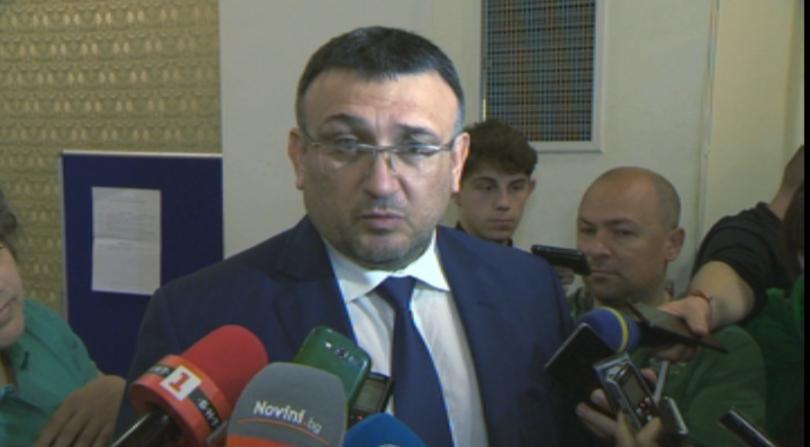 В Костенец продължава издирването на заподозрения в убийства Стоян Зайков.