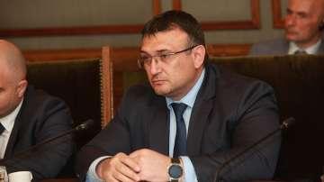 Над половината пътни нарушения са уловени от камери, съобщи министър Маринов