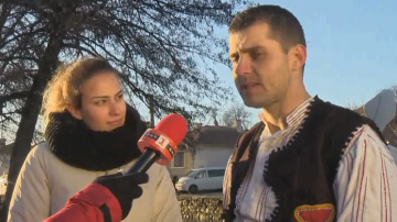 Годеж след леденото хоро в Калофер - участник предложи брак на Богоявление
