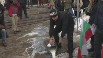 Преразглеждат спорната наредба, която изведе животновъдите на протест
