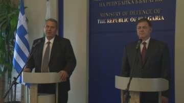 Засилваме отбранителното сътрудничество с Гърция