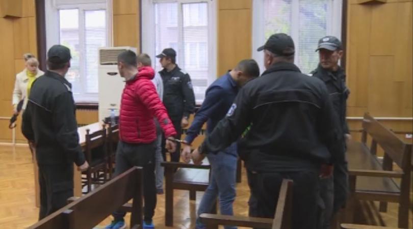 Продължава издирването на двамата затворници, които избягаха от общежитие към