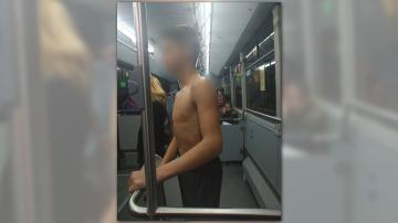 снимка 1 Обраха и съблякоха 14-годишно момче в автобус в София