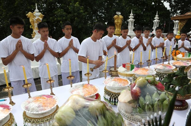 Спасените тайландски момчета стават будистки послушници