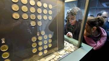 В Пловдив представиха изложба Монетно златно съкровище от Карлово (СНИМКИ)