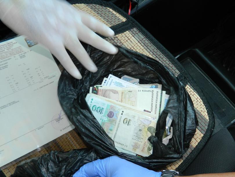 снимка 1 В Монтана задържаха двама участници в телефонни измами