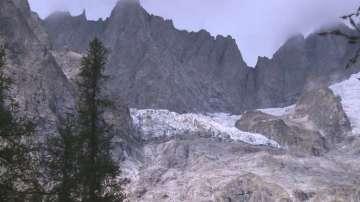 Част от ледник на Монблан може да се срути