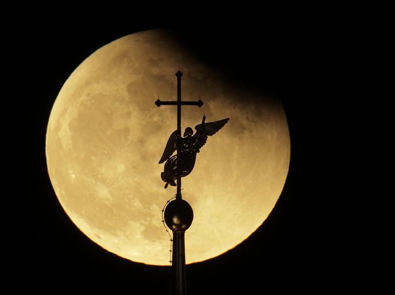 """снимка 3 Феноменът """"Супер синя кървава Луна"""" в снимки"""