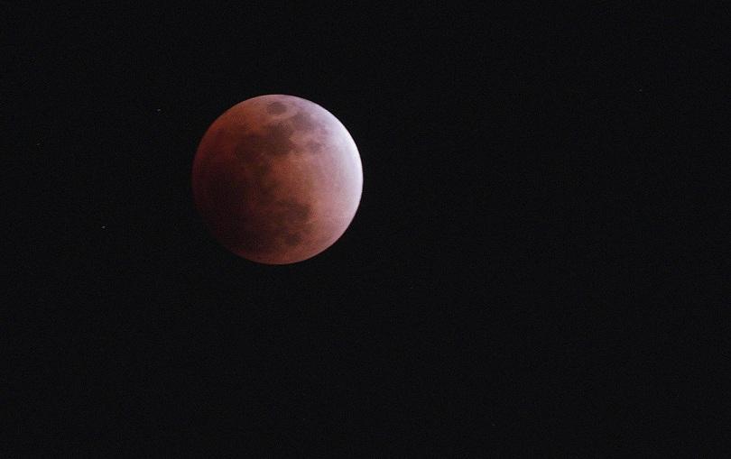 """снимка 9 Феноменът """"Супер синя кървава Луна"""" в снимки"""