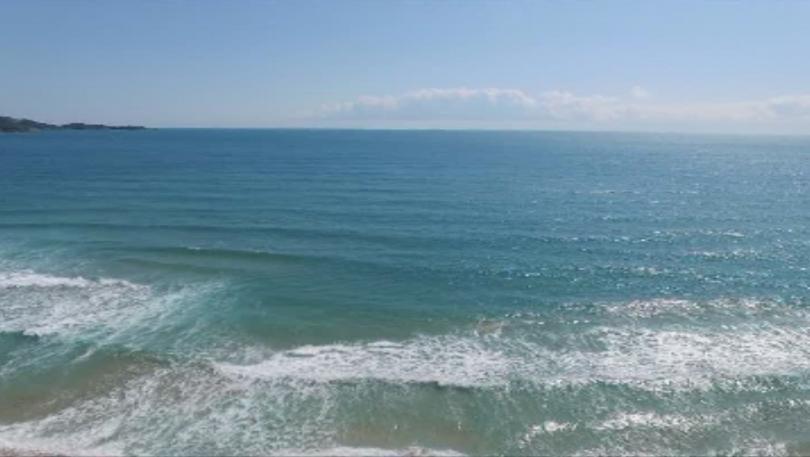 14-годишно момиче се издирва в морето на централния плаж във