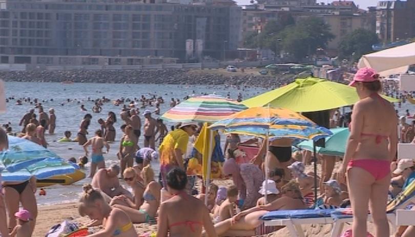 Все повече хотелиери по Черноморието наемат работници от други страни.