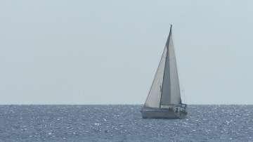 Необичайно студена е морската вода в Гърция