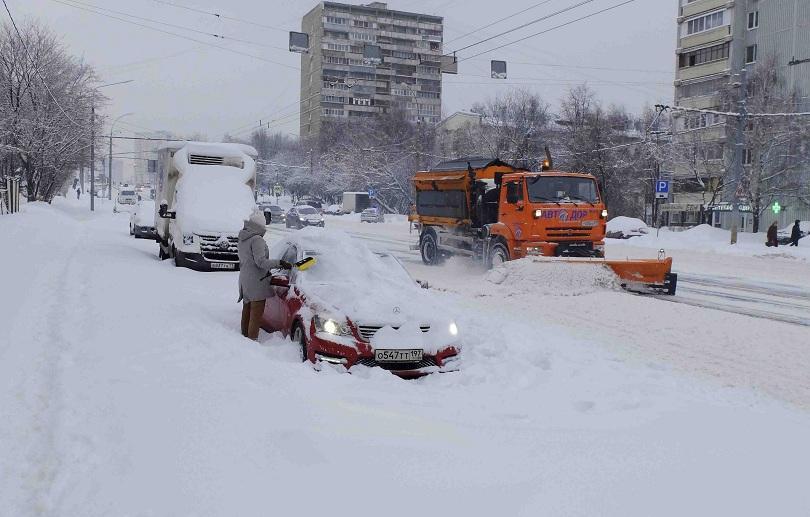снежна буря блокира москва