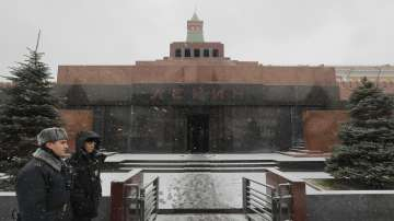 Мъж се опита да съживи мумията на Ленин... със зехтин