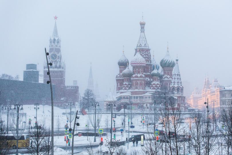 """Храмът """"Св. Василий Блажени"""" е една от забележителностите на Червения площад в Москва"""