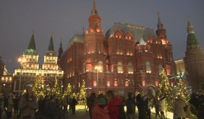 Руската столица Москва грейна в празничната си премяна. Акцентите тази