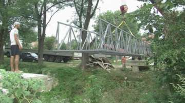 След намесата на БНТ: изградиха дългоочаквания мост в Горно Пещене
