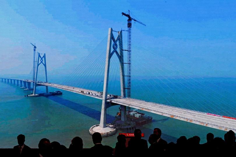 Официално бе открит най-дългият мост в света. Той свързва Хонконг,