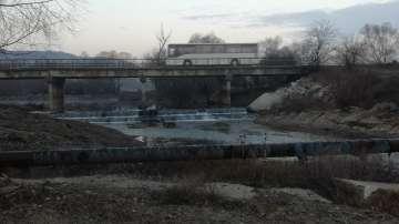В Розово протестират заради опасен мост на река Тунджа