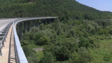 Баща хвърли детето си от мост край Габрово