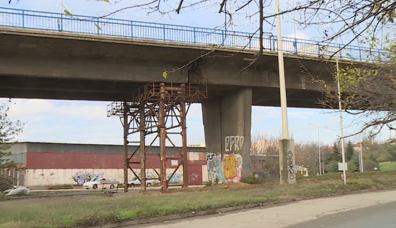 Снимка: Ремонтират ключов булевард и един от най-натоварените мостове в Русе