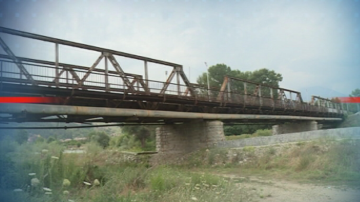 ТИР-ове преминават по опасен мост, който свързва Симитли с Е-79