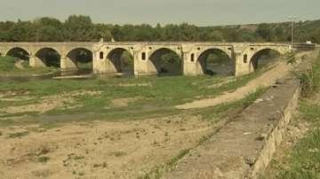 Руши се мостът на Кольо Фичето