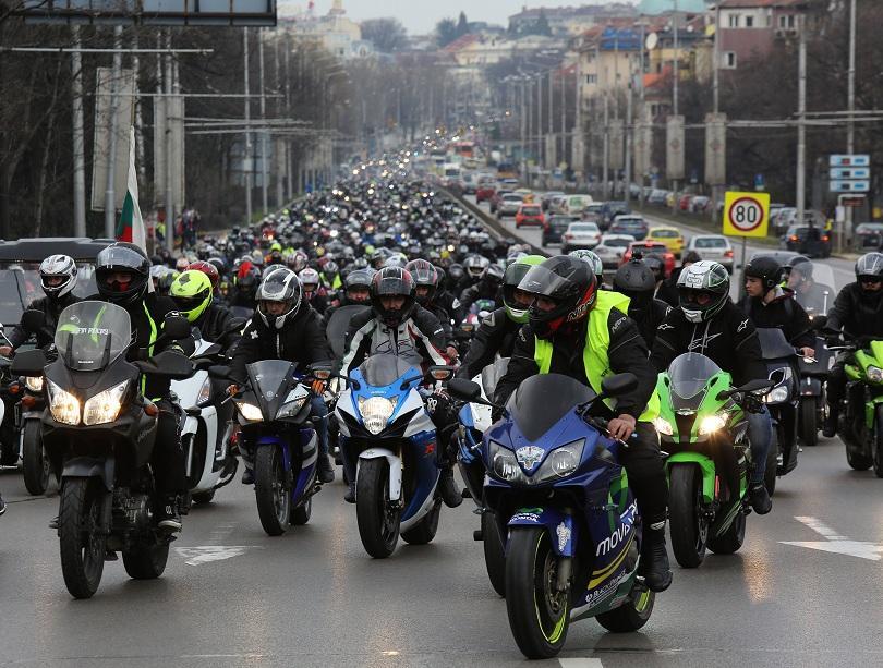 Рокенрол и оглушителен рев на мотори завладяха столичния площад