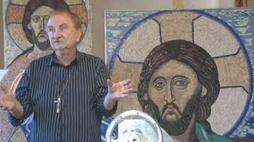 Пловдивчанин изработва мозайки с образите на светци