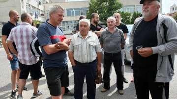 В село Мрамор протестираха срещу унищожаването на домашни прасета
