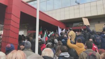 Прокуратурата повдига обвинения на задържаните след сблъсъците пред МРРБ