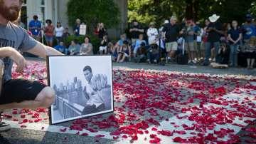 Светът се прощава с Мохамед Али