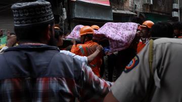 Жена е спасена изпод руините на рухнала сграда в Мумбай