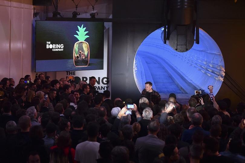 Снимка: Илон Мъск представи новия си тунел за борба със задръстванията в Лос Анджелис